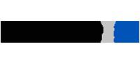 Logotipo da MicroPower: no lado esquerdo da imagem está escrito MicroPower na cor preta e, separado por uma linha cinza, a escrita 27 anos na cor azul.